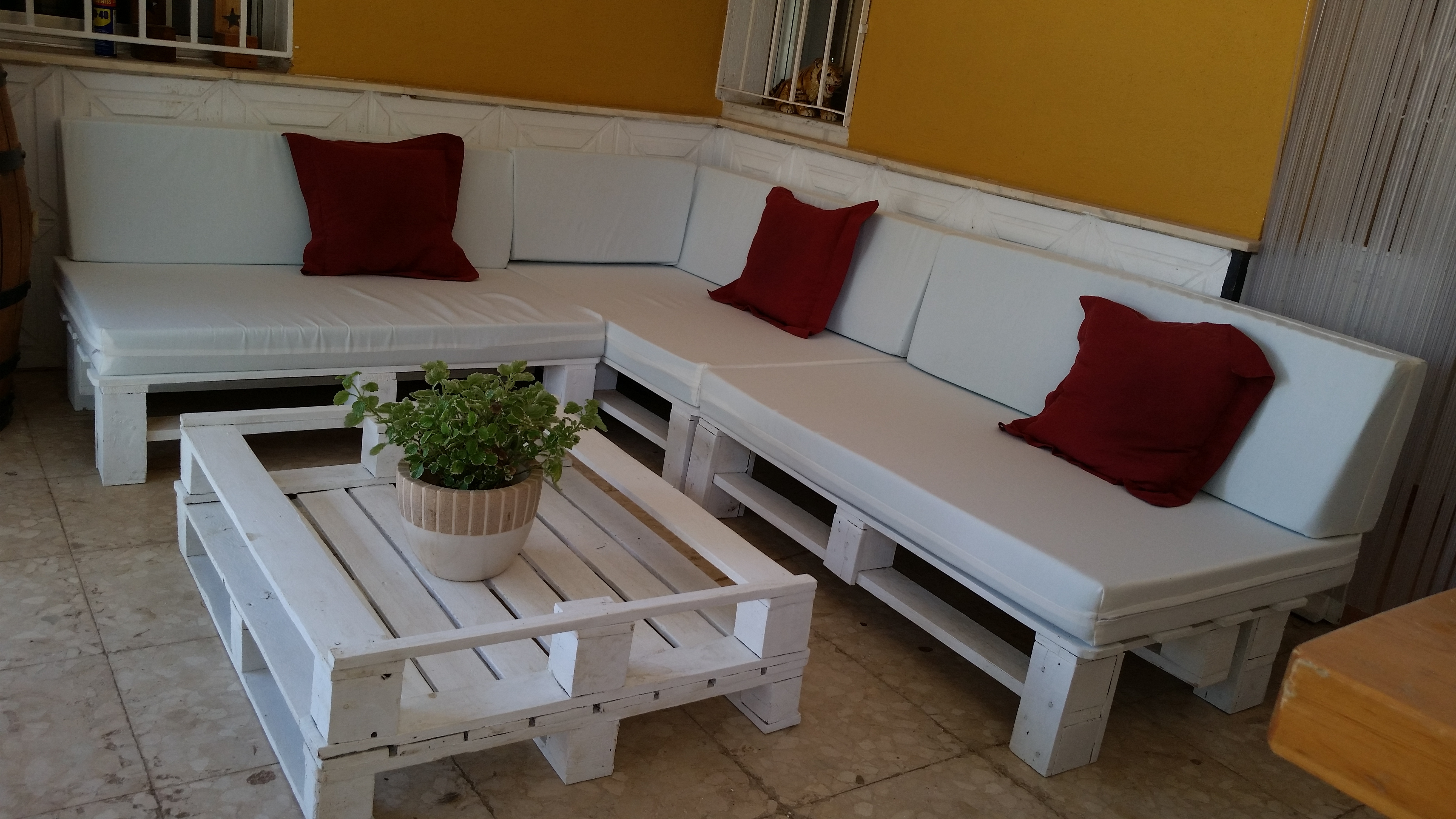 Mesas hechas con palets finest mesas hechas con palets for Muebles terraza barcelona